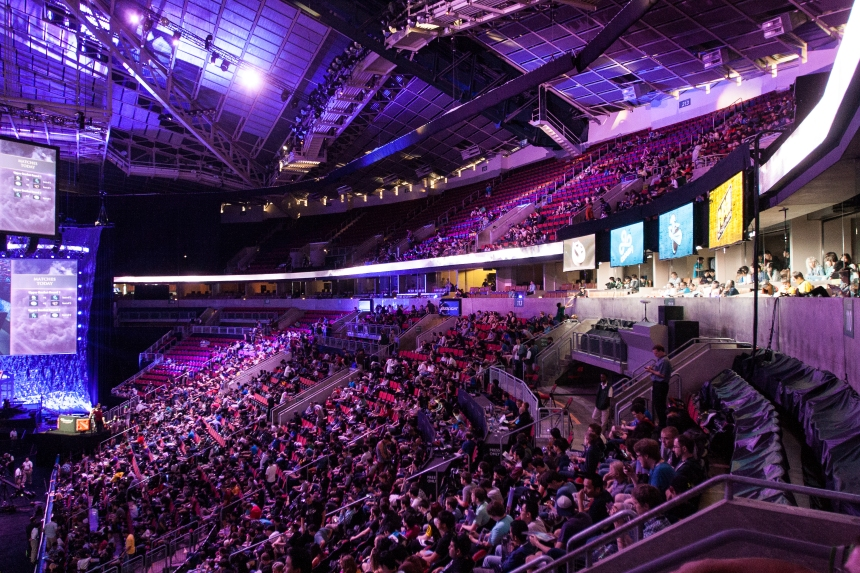 Crowd_at_TI4